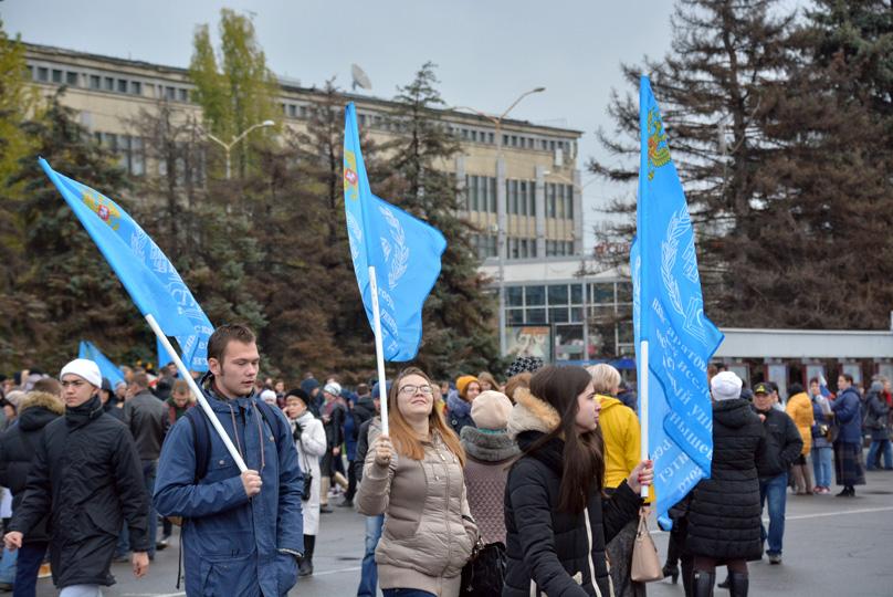 10 тыс. человек собрались обозначить День народного единства наТеатральной площади